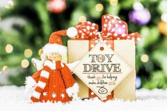 https://cf.ltkcdn.net/christmas/images/slide/275057-850x566-toy-drive.jpg