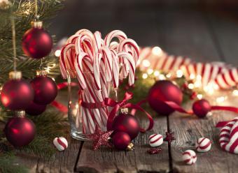 https://cf.ltkcdn.net/christmas/images/slide/275058-850x620-candy-canes.jpg