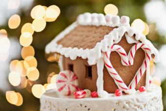 How to Build a Gingerbread House According to an Expert