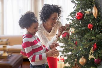 9 Simple Steps to Decorate a Christmas Tree Beautifully