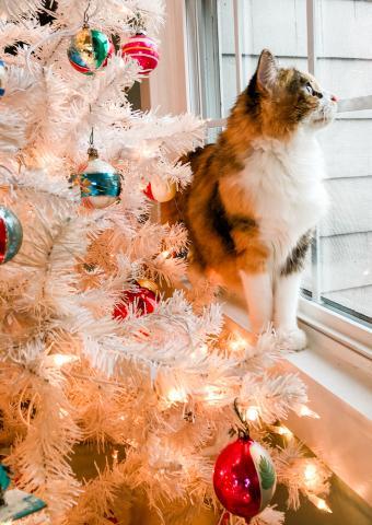 Vintage-themed Christmas tree