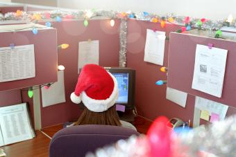 4 Creative Ideas for Christmas Cubicle Decorations