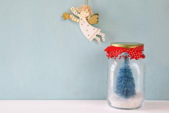 Cute Mason Jar Snow Globes