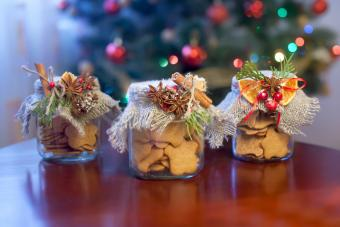 Homemade Christmas Gifts in a Jar: Food & Craft Ideas