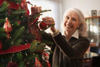 https://cf.ltkcdn.net/christmas/images/slide/275717-850x566-christmas-tree-ribbon-01.jpg