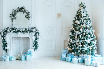 https://cf.ltkcdn.net/christmas/images/slide/275719-850x566-christmas-tree-ribbon-03.jpg