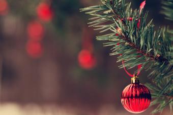 https://cf.ltkcdn.net/christmas/images/slide/275725-850x566-christmas-tree-ribbon-09.jpg