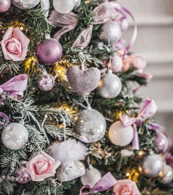 https://cf.ltkcdn.net/christmas/images/slide/275727-755x850-christmas-tree-ribbon-11.jpg