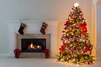 https://cf.ltkcdn.net/christmas/images/slide/275731-850x566-christmas-tree-ribbon-15.jpg
