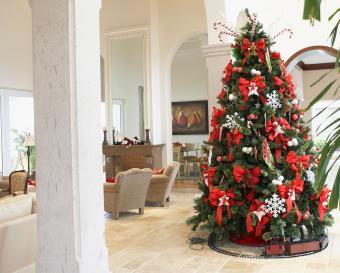 https://cf.ltkcdn.net/christmas/images/slide/275736-850x682-christmas-tree-ribbon-19.jpg