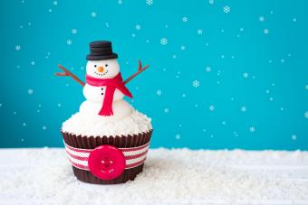 DIY Frosty the Snowman Cakes for a Fun Celebration