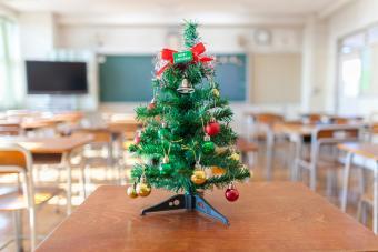 33 Creative Classroom Christmas Decoration Ideas