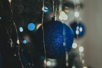 https://cf.ltkcdn.net/christmas/images/slide/275783-850x566-christmas-tree-ideas-jewel.jpg