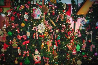 https://cf.ltkcdn.net/christmas/images/slide/275798-850x566-christmas-tree-ideas-cookie.jpg