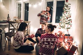 7 Fun Christmas Gift Exchange Games for Family & Friends