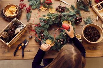 4 DIY Creative Christmas Decorations: Inexpensive & Fun