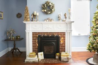 https://cf.ltkcdn.net/christmas/images/slide/276002-850x567-white-fireplace.jpg