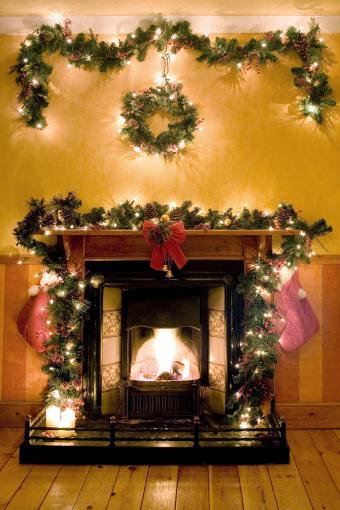 https://cf.ltkcdn.net/christmas/images/slide/276003-567x850-victorian-fireplace.jpg