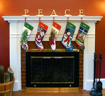https://cf.ltkcdn.net/christmas/images/slide/276004-850x772-peace-fireplace.jpg