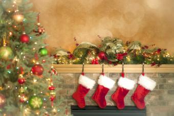 https://cf.ltkcdn.net/christmas/images/slide/276005-850x567-christmas-socks.jpg