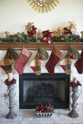 https://cf.ltkcdn.net/christmas/images/slide/276011-567x850-stockings-hanging-over-mantel.jpg