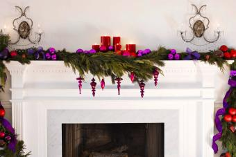 https://cf.ltkcdn.net/christmas/images/slide/276029-850x567-mantle-and-fireplace.jpg
