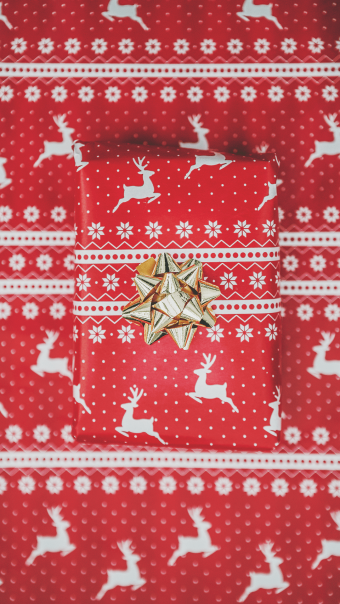 Wrapped gift Christmas wallpaper - mobile