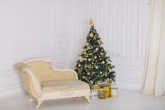 How to Decorate a Small Christmas Tree: A Simple Guide