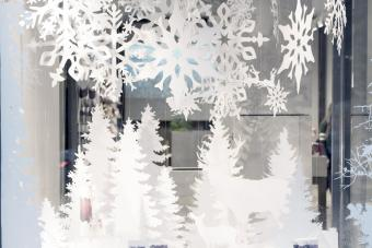 https://cf.ltkcdn.net/christmas/images/slide/276639-850x566-decorative-christmas.jpg