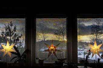 https://cf.ltkcdn.net/christmas/images/slide/276644-850x567-christmas-stars.jpg