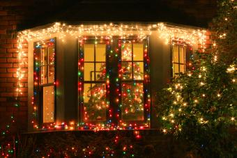 https://cf.ltkcdn.net/christmas/images/slide/276645-850x567-christmas-lights.jpg