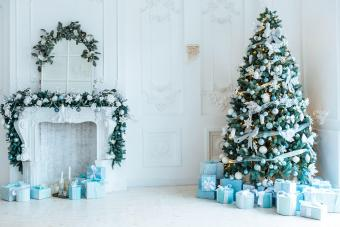 https://cf.ltkcdn.net/christmas/images/slide/276892-850x566-decorate-your-fireplace-christmas-2.jpg