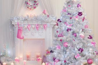 https://cf.ltkcdn.net/christmas/images/slide/276894-850x566-decorate-your-fireplace-christmas-4.jpg