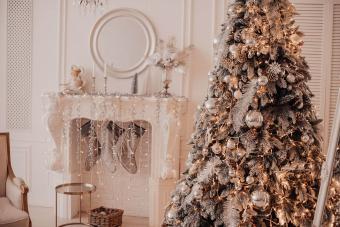 https://cf.ltkcdn.net/christmas/images/slide/276896-850x566-decorate-your-fireplace-christmas-6.jpg