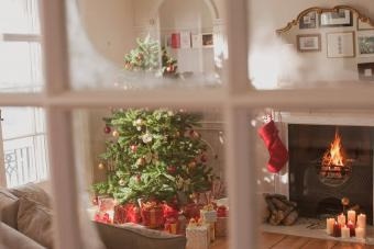 https://cf.ltkcdn.net/christmas/images/slide/276905-850x566-decorate-your-fireplace-christmas-14.jpg