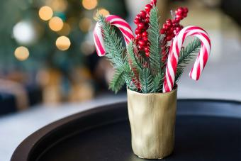 How to Make a Candy Cane Christmas Bouquet: DIY Guide