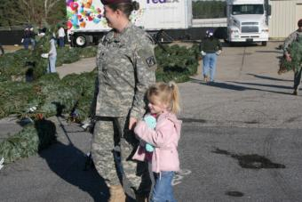 Trees_for_Troops_mother_and_daughter.jpg