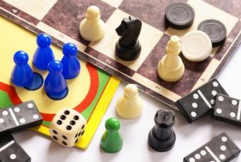 https://cf.ltkcdn.net/christmas/images/slide/50240-635x425r1-Board-Games.jpg