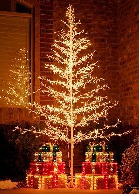 https://cf.ltkcdn.net/christmas/images/slide/972-287x400-lawn8.jpg