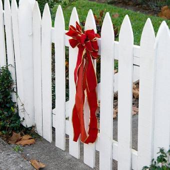 https://cf.ltkcdn.net/christmas/images/slide/981-400x400-lawn2.jpg