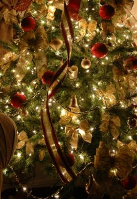 victorian gold tree - Christmas Tree Color Themes