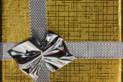 Metallic gift wrap