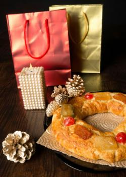 Rosca de Reyes and presents