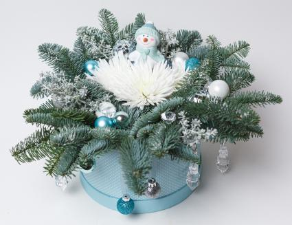 Snowman and evergreens table centerpiece decoration