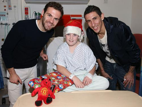Visit child in hospital at Christmas
