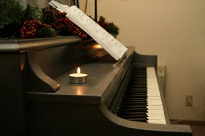 Song_lyrics_piano.jpg