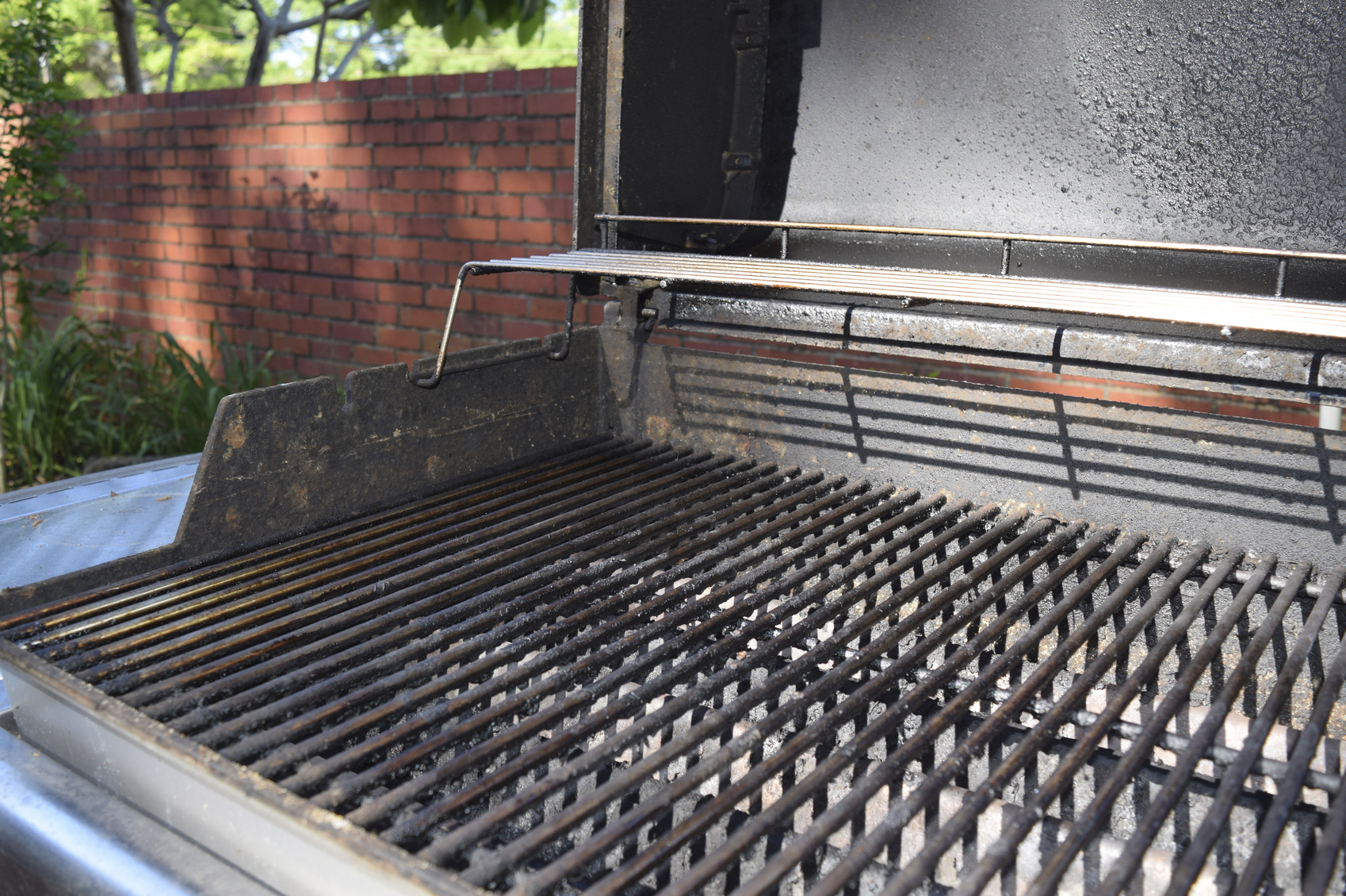 Cleaning BBQ Grill with Vinegar