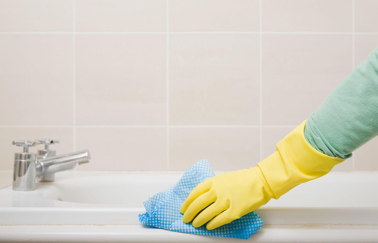 How To Clean A Bathtub Lovetoknow