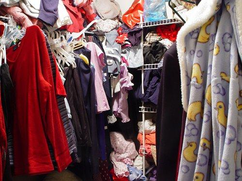 https://cf.ltkcdn.net/cleaning/images/slide/107483-500x375-clothes2.jpg
