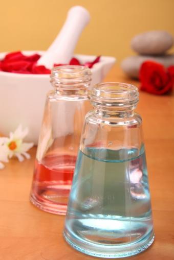 https://cf.ltkcdn.net/cleaning/images/slide/107556-566x848-perfume.jpg